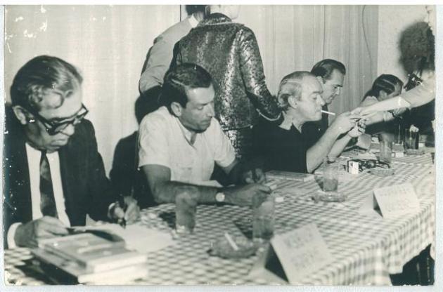 Vinicius de Moraes, Fernando Sabino e Rubem Braga autografam livros em Vitoria, no projeto Encontro marcado_jpg